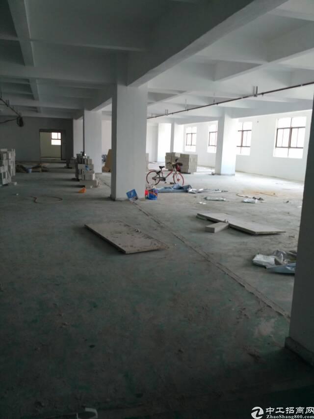 西乡固戍新出楼上2800㎡厂房出租