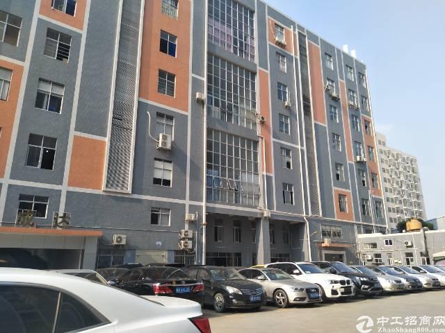 后亭地铁口新出楼上带装修厂房1200平方出租。