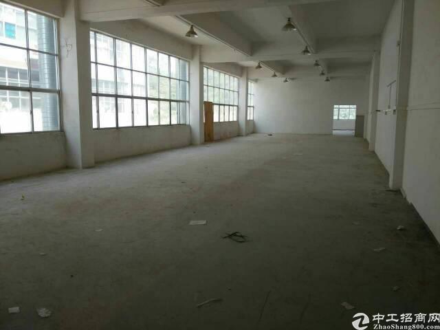 黄江镇靠深圳公明公常路旁楼上850平米标准厂房出租