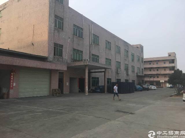 建筑5667㎡集体证厂房出售  1、占地面积:3200㎡ 2