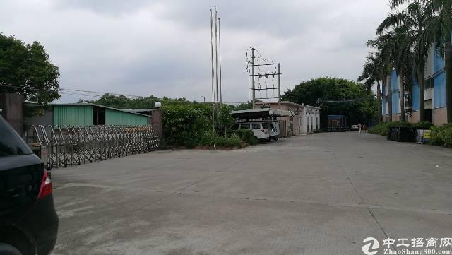 虎门镇沙角靠沿江高速路口单一层厂房15800平方可以分租