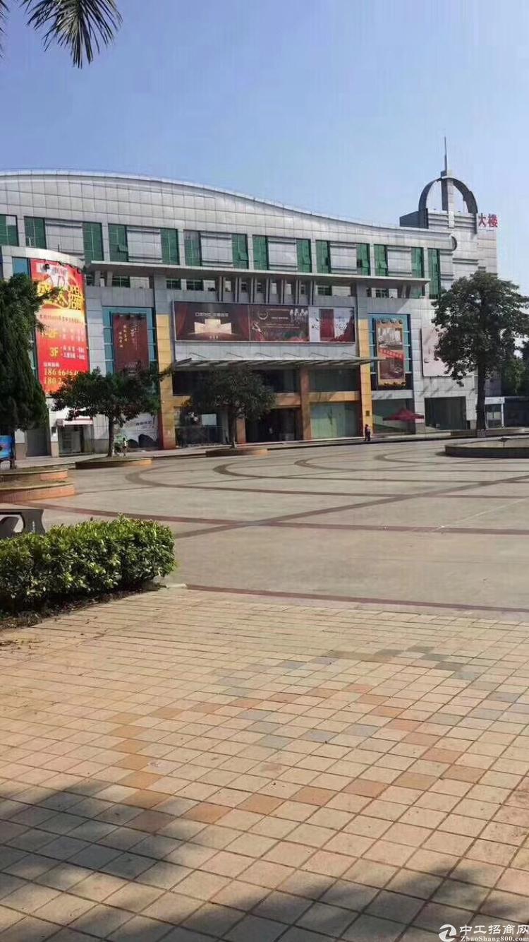 本商场位于东莞高埗,总面积15000平方共三层可分租!