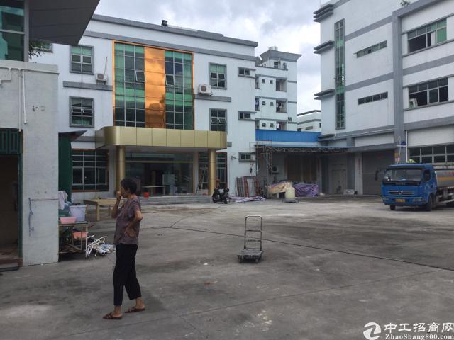 塘厦林村出口独院厂房分租1-2楼2600平方米