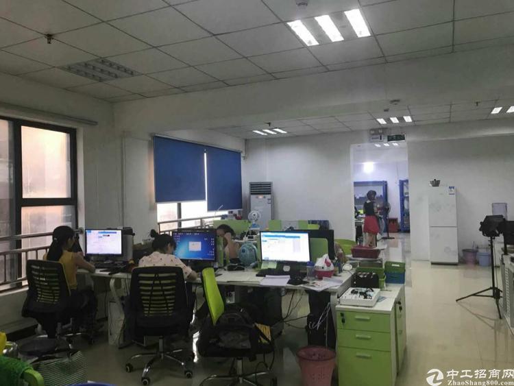 西丽珠光新出楼上1200平厂房出租