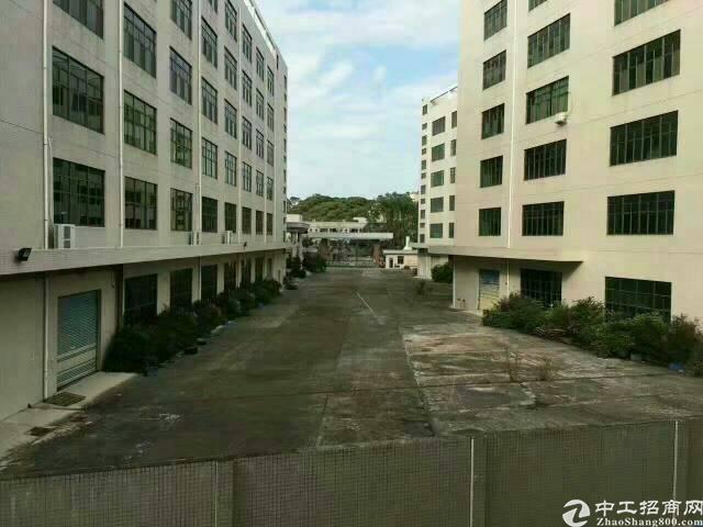 清溪镇楼上带装修厂房4000平方招租