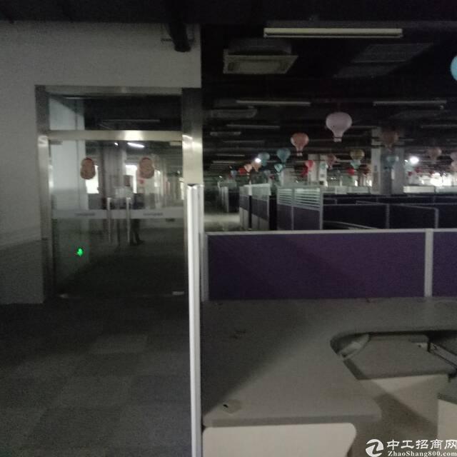 大宁厂房3楼3000平方出租可以分租报价10.5块带装修办公