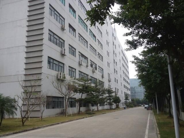 光明新区百花洞空出楼上1500平方厂房出租。