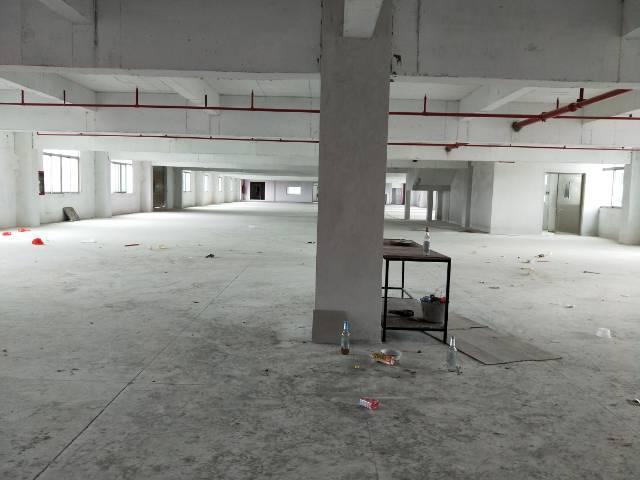 松岗罗田龙大高速出口附近新出楼上2200平米红本厂房