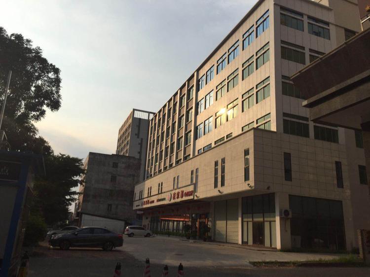 塘厦镇东深路边3500平方厂房出售
