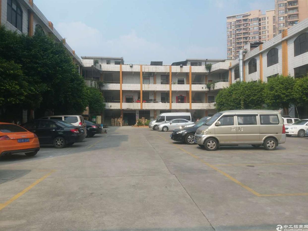 厚街镇宝屯村万达广场附近新出带办公室装修二楼1200平方