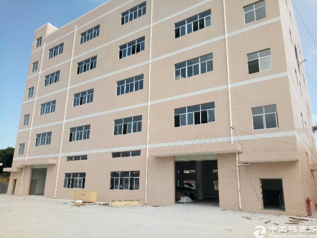 平湖辅城坳工业区独院4000平米厂房出租