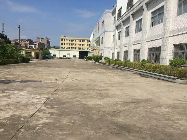 黄江镇靠近高速路口新出标准厂房楼上一整层4800平方出租