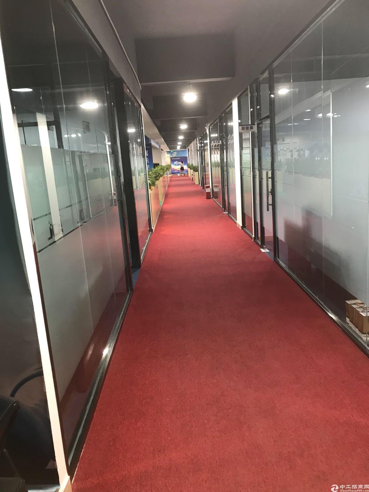 龙华大浪商业中心800平精装修办公楼出租,带办公家具,拎包进