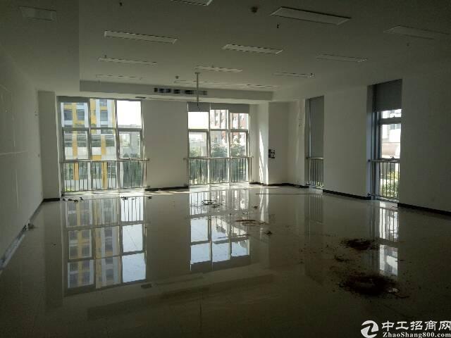 清湖地铁口3000平带装修写字楼出租