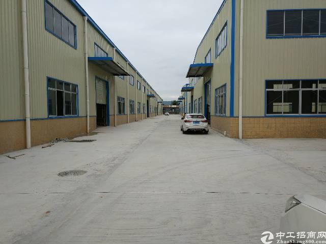 主干道边滴水9米高钢构厂房3880平方招租