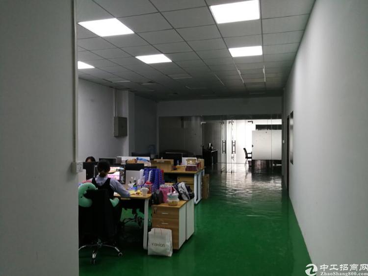 龙华和平路边距离龙华地铁站900米3楼1200平精装修厂房