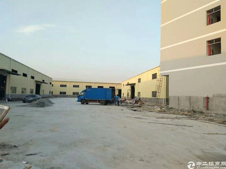 全新单一层,面积12500平方,宿舍一栋,厂房三栋,厂房滴水