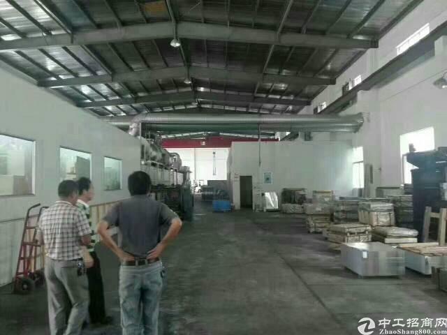 厂房两栋单一层滴水10米,带三部行车,面积5600平,宿舍及