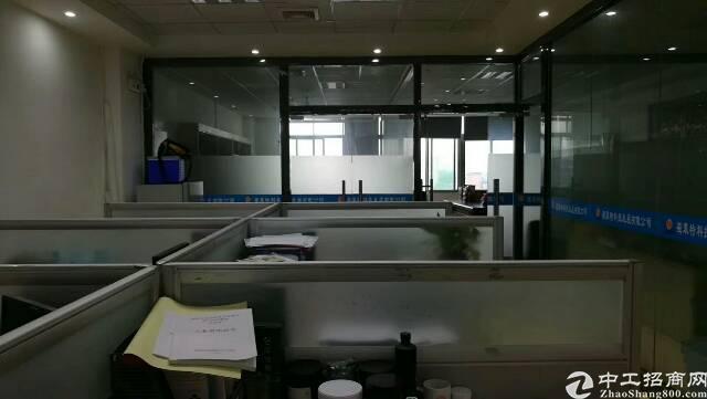 松岗松福大道边地铁口新出楼上精装修厂房780平