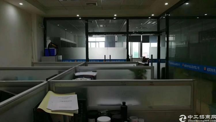 松岗地铁口附近二楼厂房1800平方米带豪华装修出租