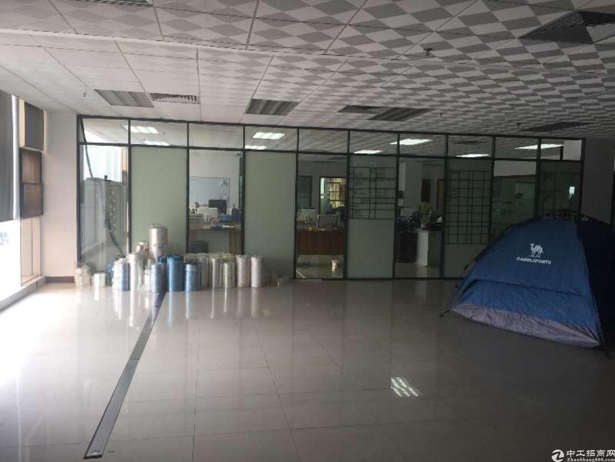 碧岭 新出3楼320平米精装修厂房出租