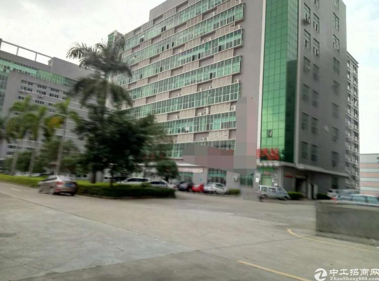 观澜章阁工业园5楼870平米带装修厂房