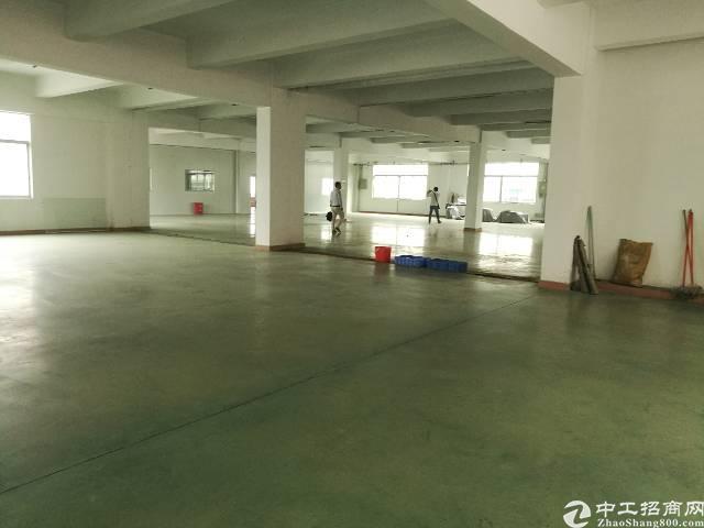 公明新出紧靠南光高速二楼3000平方的厂房出租。