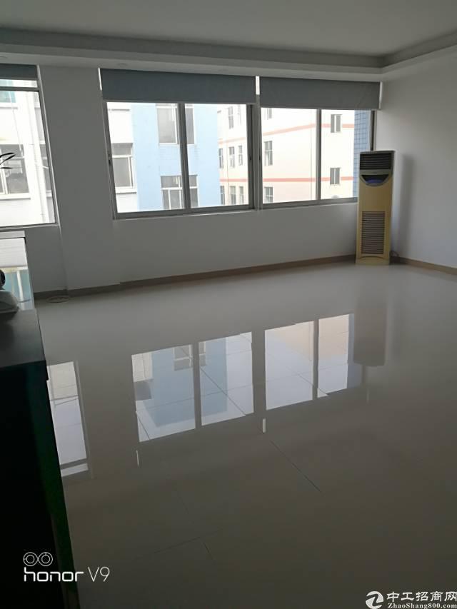 福永桥头宝安大道边新出楼上2100平米带豪华装修厂房出租