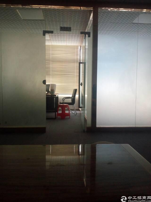 龙华清湖轻轨旁标准厂房楼上320平豪华装修出租