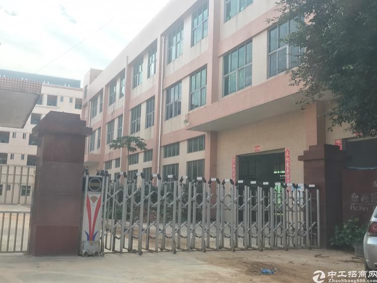 松岗燕川独院三层4000平方厂房招租,一楼六米。楼上带装修,