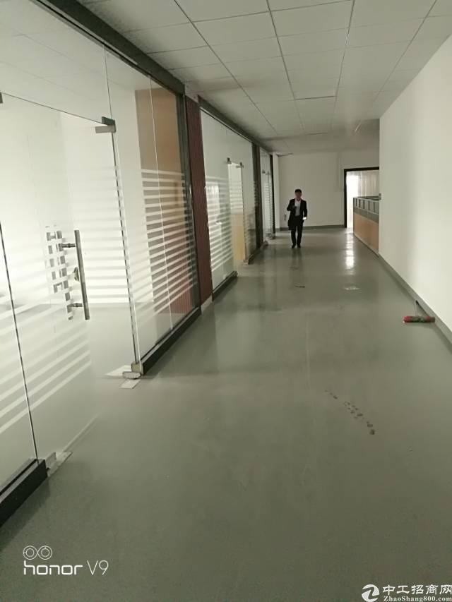 福永和平主干道边新出楼上1200平米带豪华装修厂房出租
