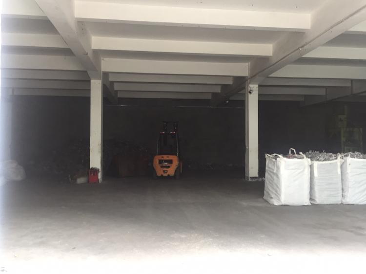 福永凤凰工业区一楼900平方带简单装修厂房招租