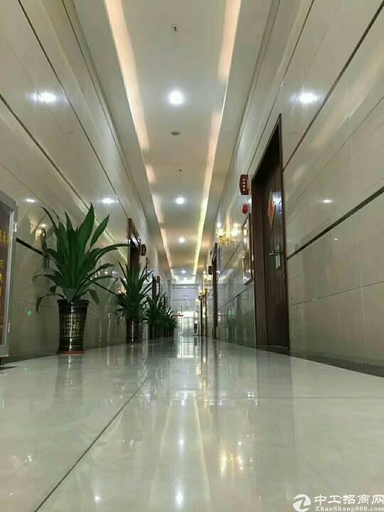 松岗汽车站附近新出楼上豪华装修1600平方厂房低价出租