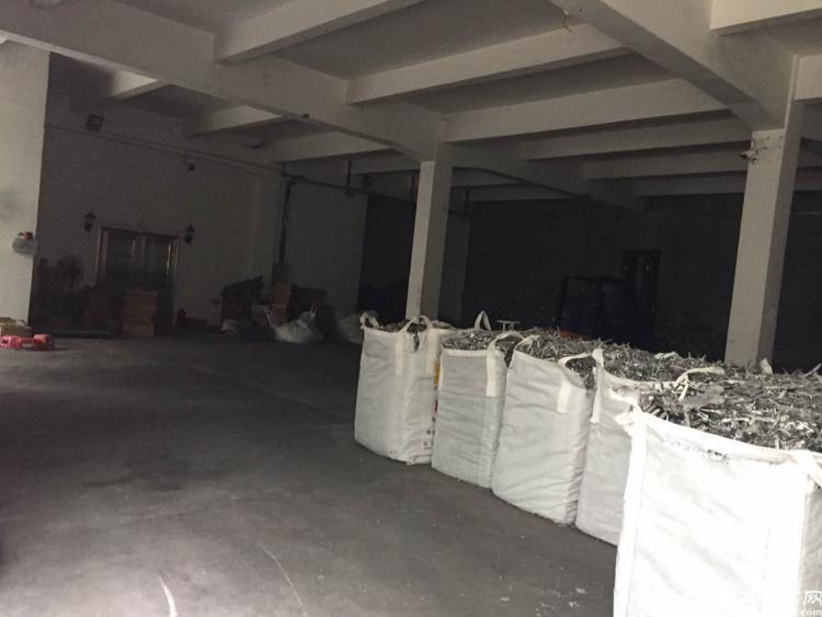 福永镇凤凰工业区一楼900平方带简单装修厂房招租