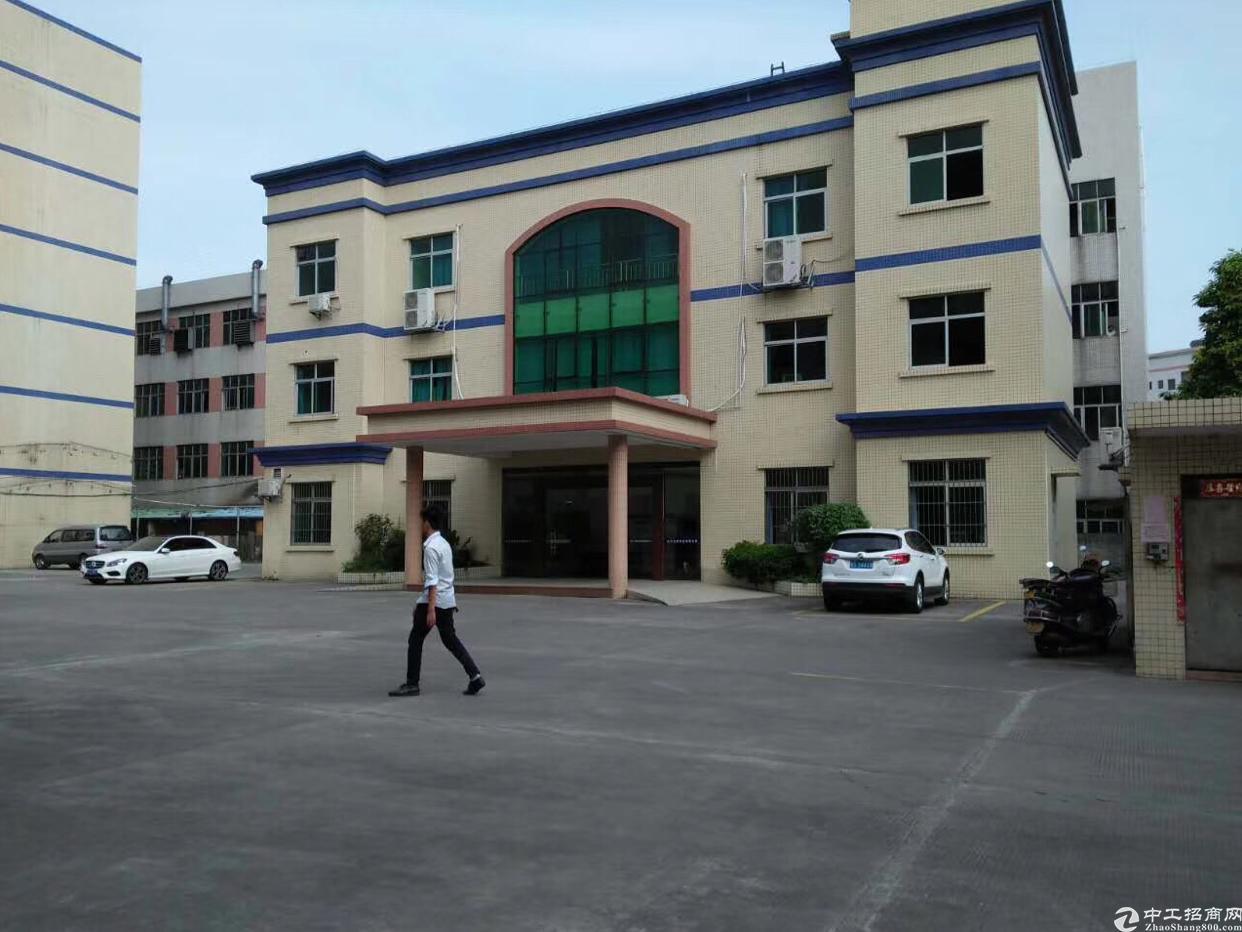 凤岗镇标准厂房二楼2800平方米带现成办公室出租