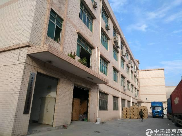 平湖高速路口附近一楼二楼2600平方厂房出租