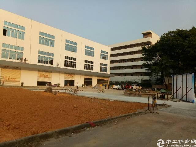 福永凤凰山附近独院5900平方带红本厂房出租