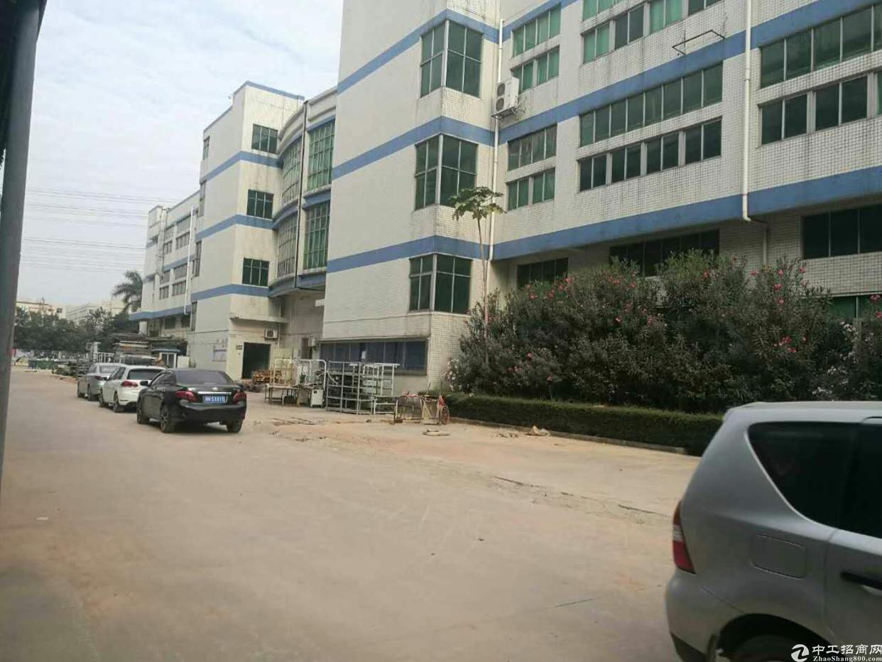 福永107国道边楼上1800平米电子厂房出租