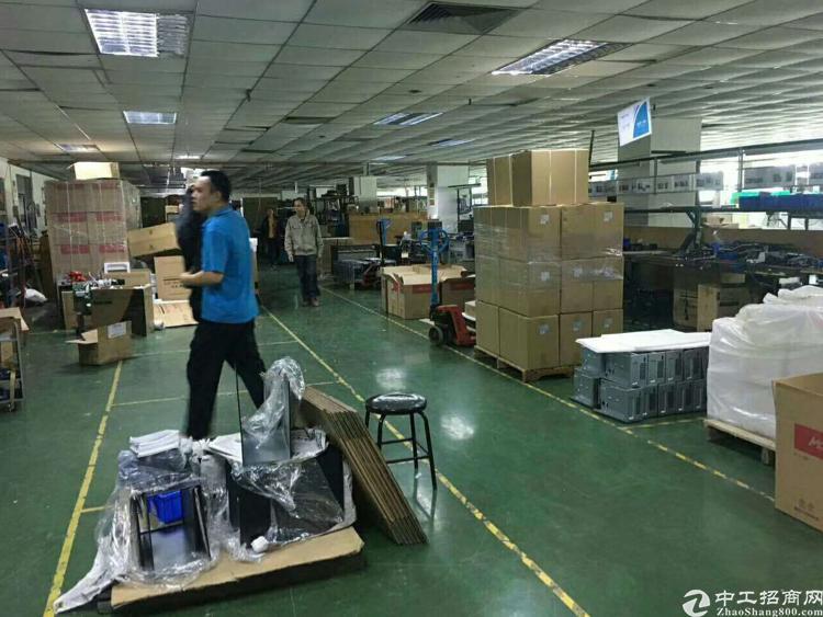 凤岗镇雁田工业区四楼1500平方米带装修办公室出租