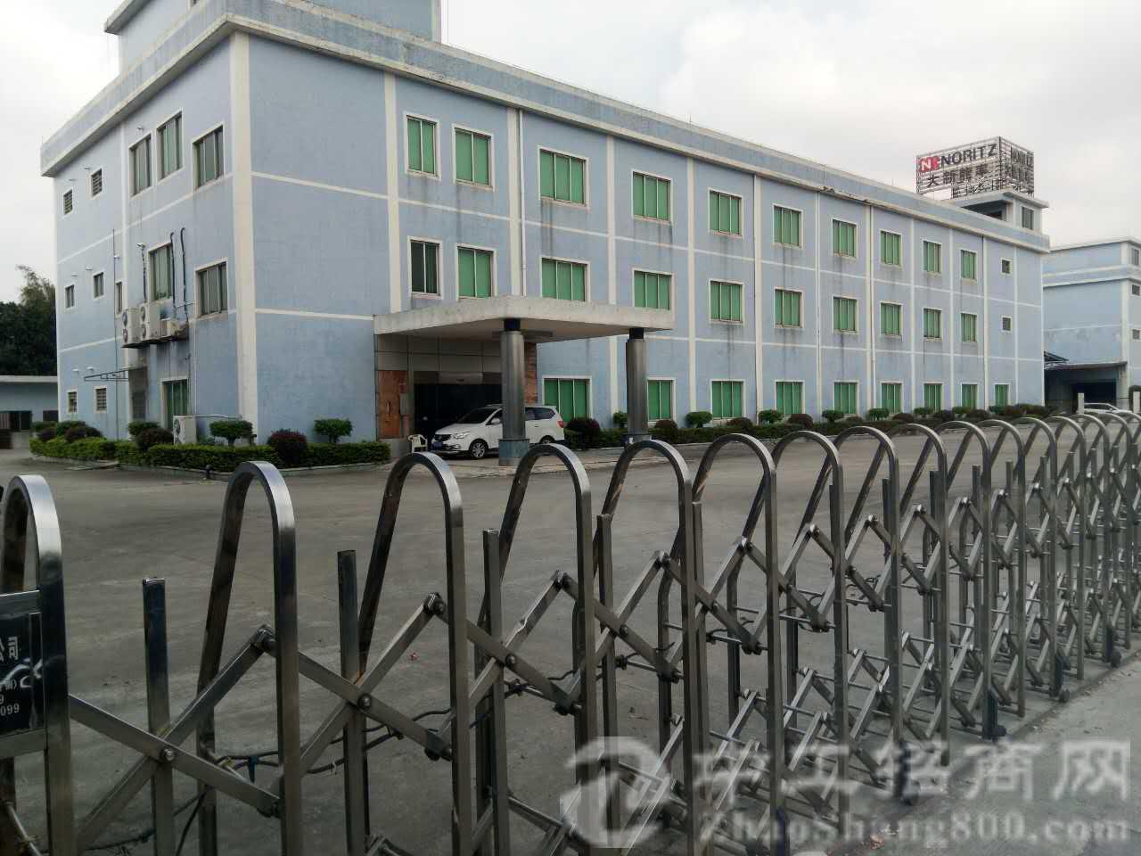 茶山新出高端全新标准厂房。厂房一层2500平方。共3层可分租