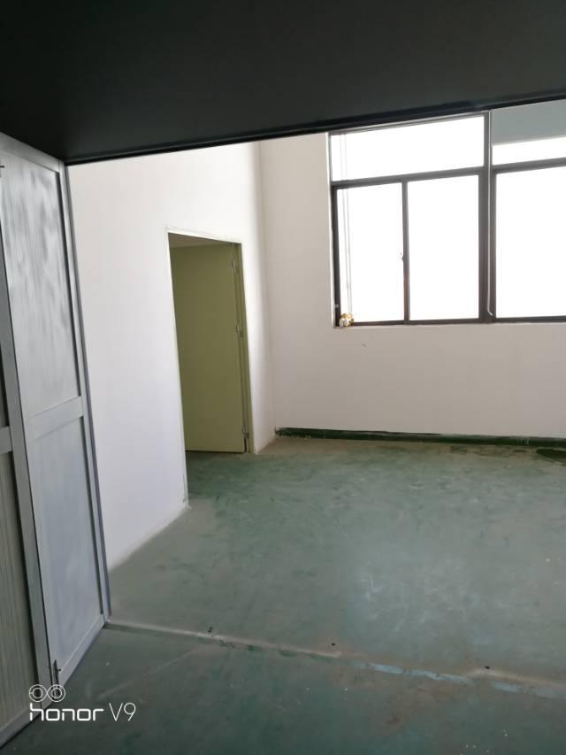公明楼上400平米带装修招租