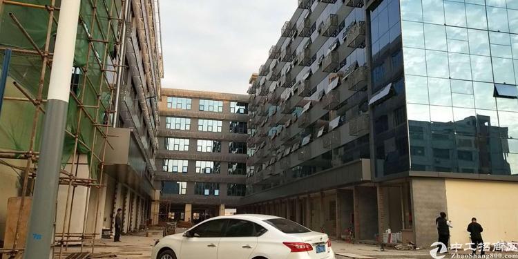 横岗六约社区精装修厂房3000平方大小可以分