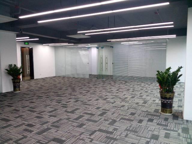 龙华清湖地铁口精装户型468平招租