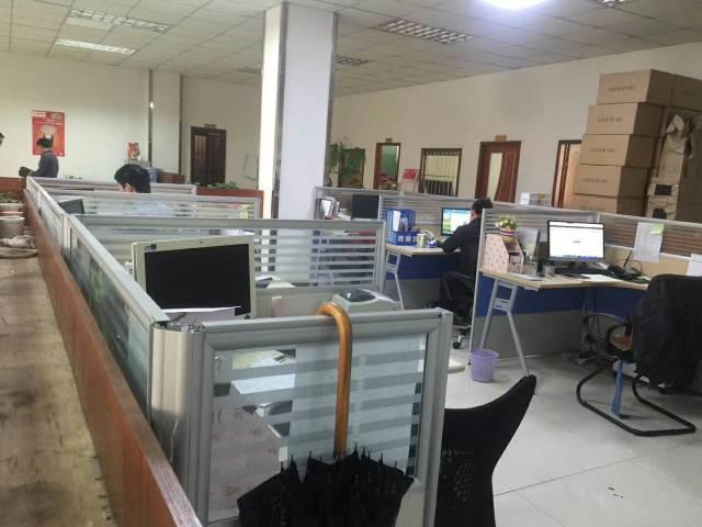 龙岗中心城新出精装修1700平米厂房出租!