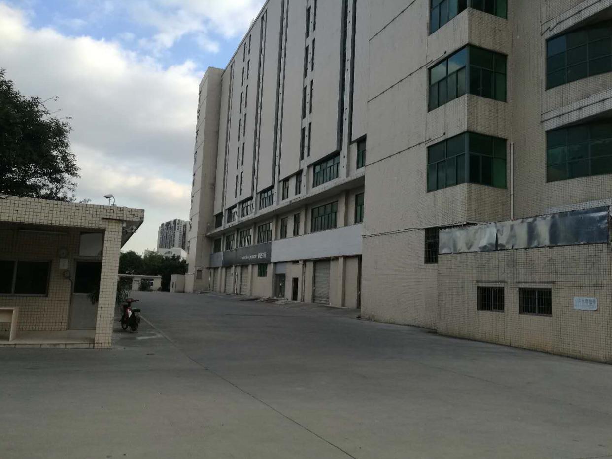 福永107国道边楼上整层6000平米仓库出租