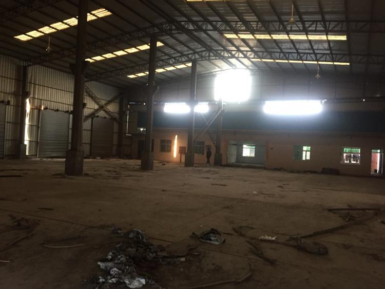 清平高速口8米高的滴水仓库15000平方米招租大小可分租