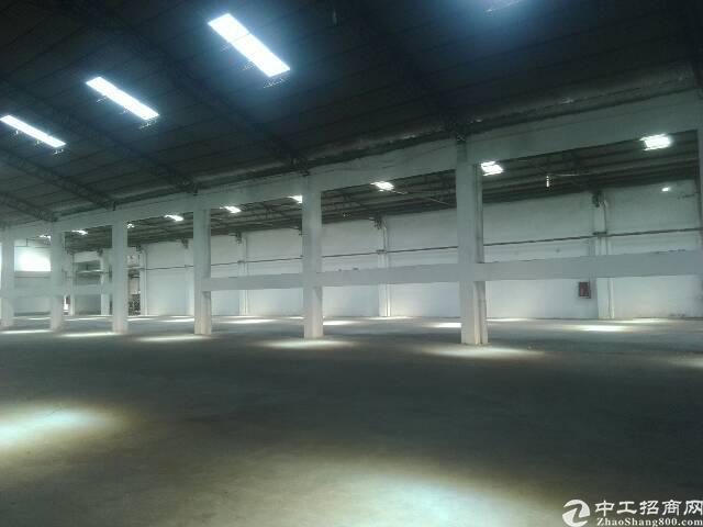 东城区独院厂房3300方,可以架航车,租金8万一月。