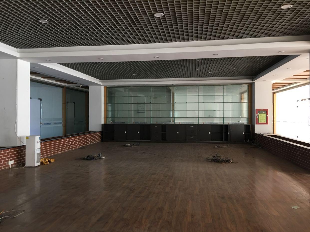 龙华地铁站与龙胜地铁站新出2楼一整层1600平米,不用转让费-图4