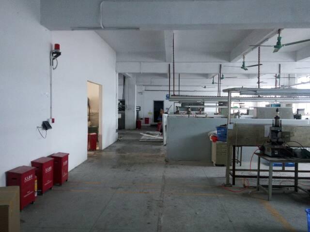 横岗荷坳楼上带精装修1200平米厂房招租