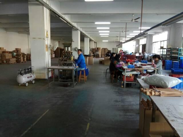 福永新出楼上2200平米带精装修厂房